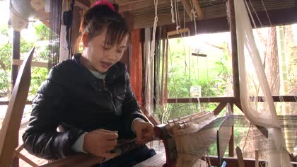Lao social enterprise boosts wages of weavers | Video