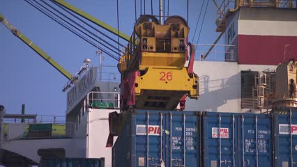 Singapore exports rebound 4.9% in February | Video