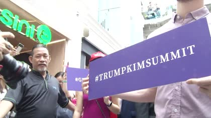 Trump and Kim lookalikes hold 'summit' in Singapore | Video