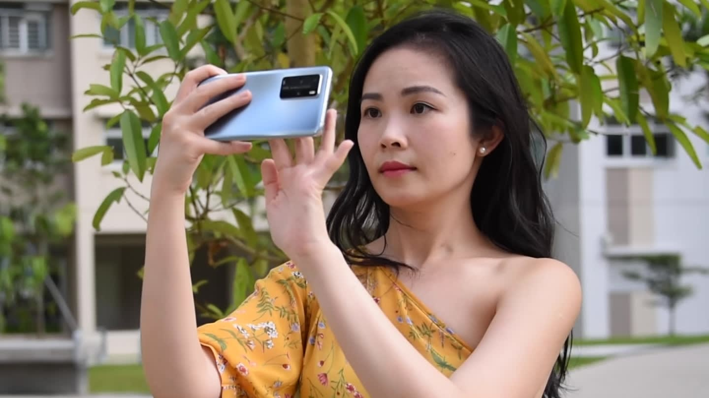How Huawei's P40 phones remove photobombers and reflections | CNA Lifestyle