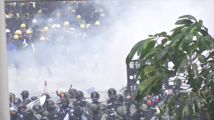 Hong Kong struggles to curb with violent protests | Video