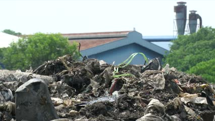 Malaysia clamps down on illegal imported plastic waste | Video