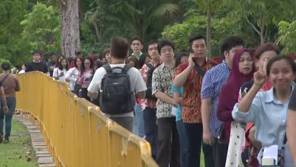 About 38,000 Indonesians turn up to cast their votes in Singapore | Video