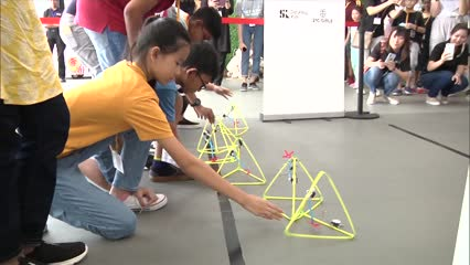 Students from lower-income families learn tech skills for free | Video