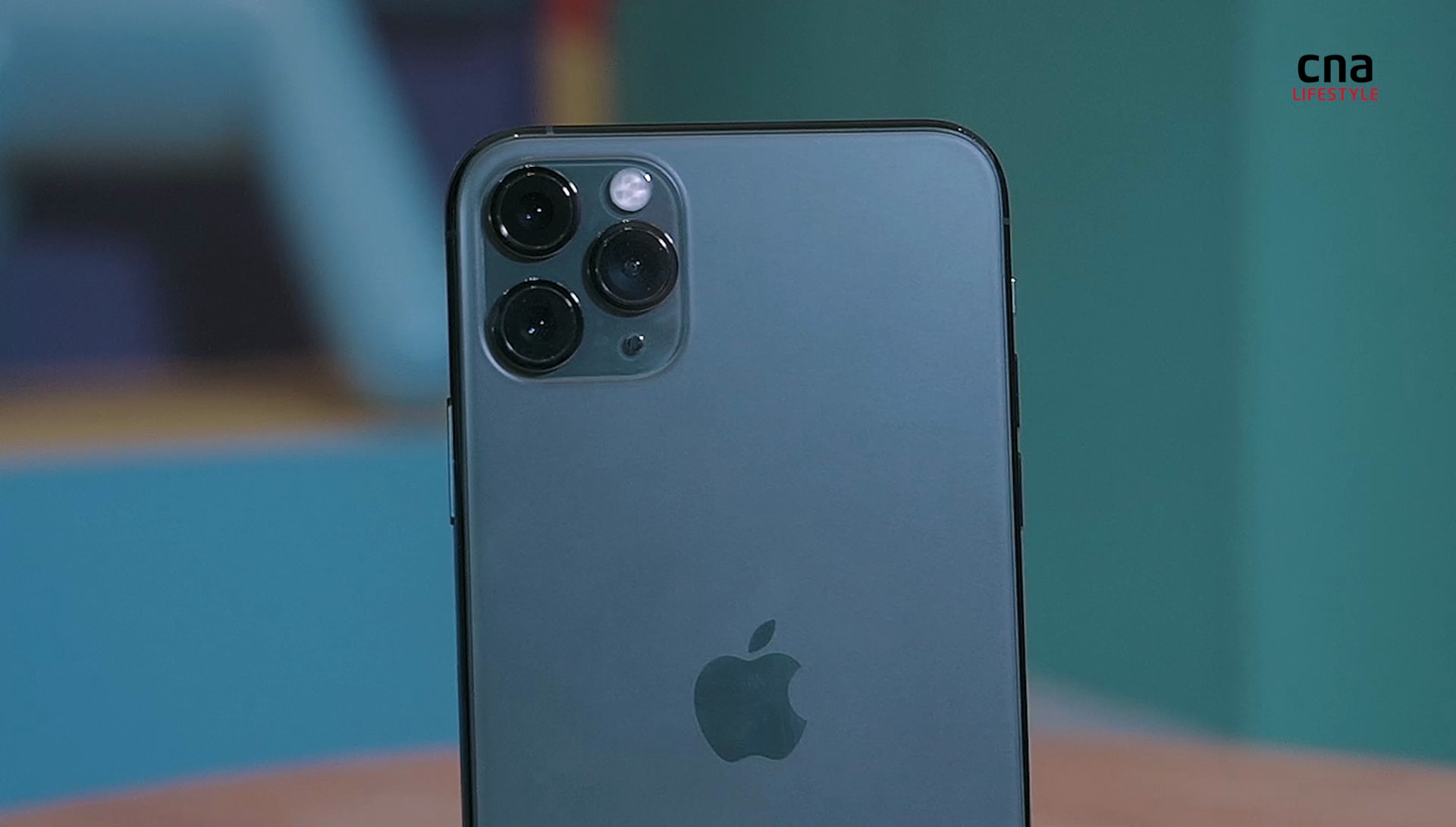 iPhone 11 Pro Max hands-on: Slowfie, ultra-wide lens, bright display | CNA Lifestyle