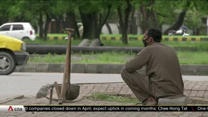 Poverty prevents Pakistan from implementing full COVID-19 lockdown | Video