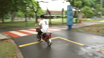 More than 100 e-scooter riders issued warnings on first day of ban   Video