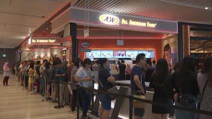 Foodies make a beeline for popular eateries as Jewel Changi Airport opens | Video
