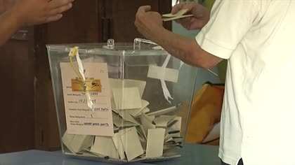 Malaysia election: More than 278,000 cast ballots in early voting